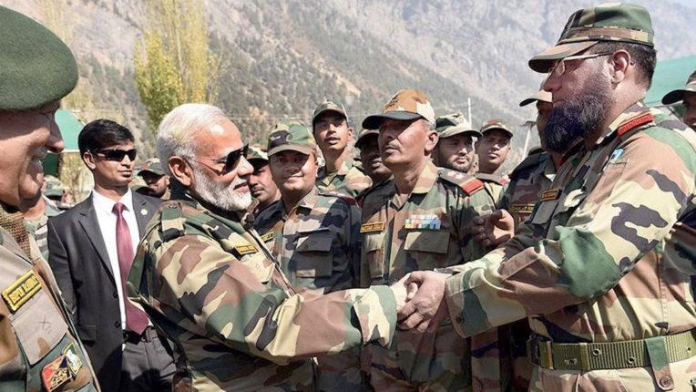 PM मोदी जैसलमेर पहुंचे, जवानों के साथ होगी आज दिवाली, CDS और सेना प्रमुख भी साथ
