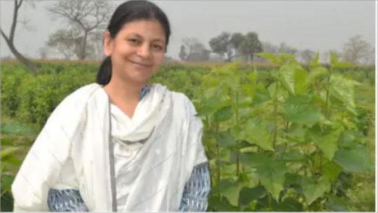 लंदन की जॉब छोड़ भारत लौट यह महिला बनी 'रेशमी गर्ल'