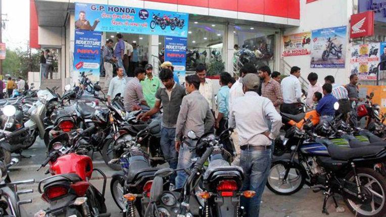 यूपी में त्यौहारी खरीद से छंट गई वाहन कंपनियों की मंदी