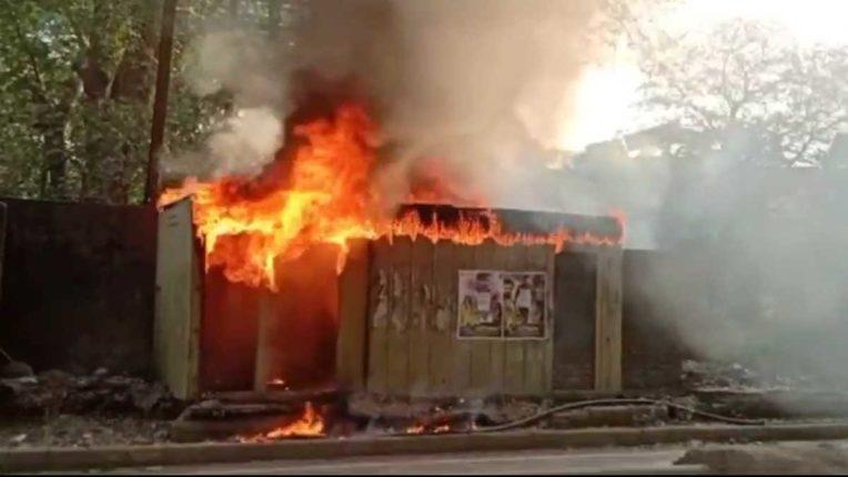 भिवंडी में सार्वजनिक शौचालय में लगी आग
