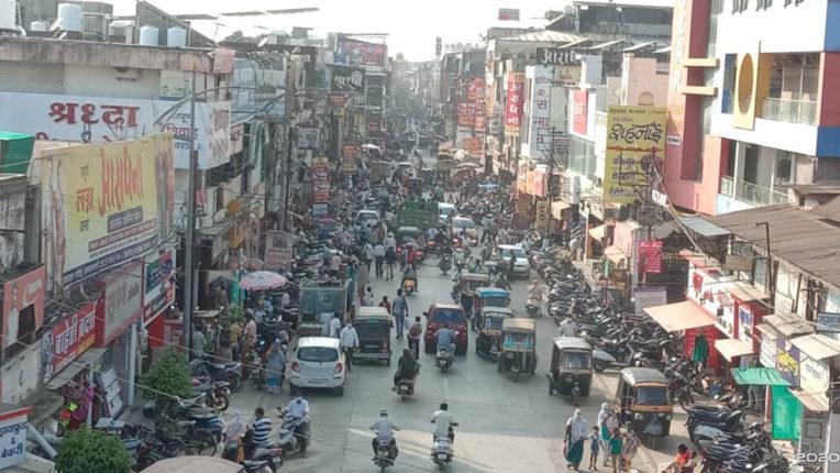 खरीदारी के लिए रिकार्ड़ भीड़, दीपावली पर मार्केटों में लौटी रौनक