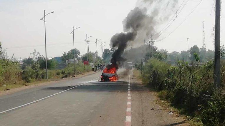 धु-धु कर जल उठी कार