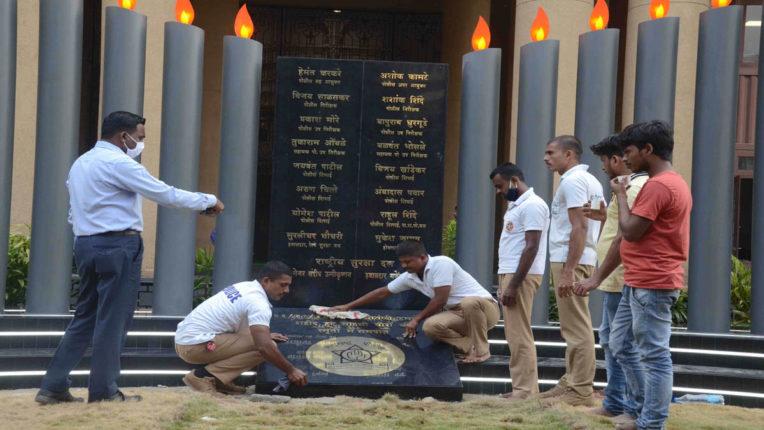 मुंबई हमले के 12 साल पूरे, शहीदों को श्रद्धांजलि देंगे राज्यपाल व CM