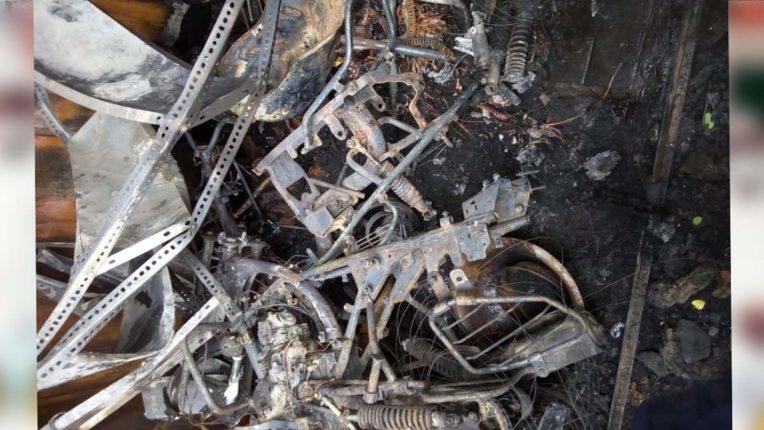 फुटपाथ के दुपहिया रिपेरींग सेंटर को आग, लाखों का नुकसान
