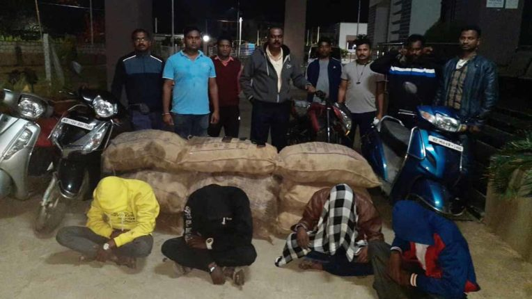 शराब तस्करी में 4 आरोपी गिरफ्तार
