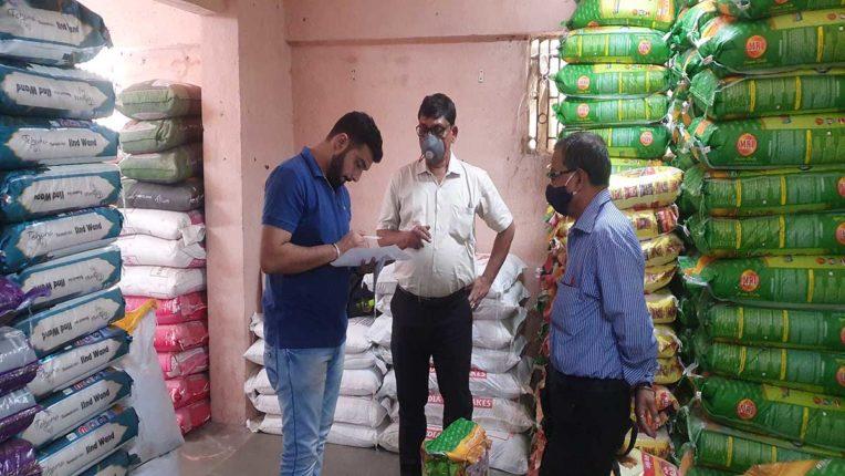 प्लाटिक के चावल होने का संदेह, चावल की 300 बोरियां सील