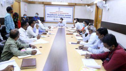 किसान आत्महत्या परिवारों को विभिन्न योजनाओं के तहत लाभ प्रदान करने के निर्देश