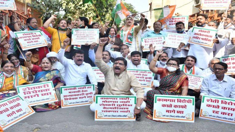 किसानों के समर्थन में कांग्रेस ने शहर भर में किया प्रदर्शन