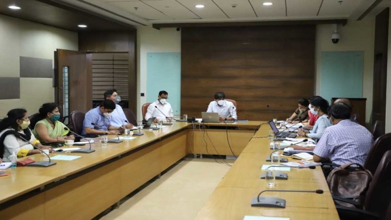 Commissioner's meeting on vaccination campaign
