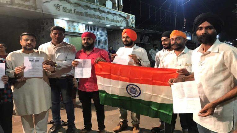 Punjabi community burns copies of Kisan Bill in Lohri