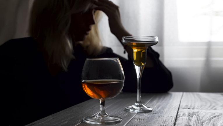 Women-consume-alcohol