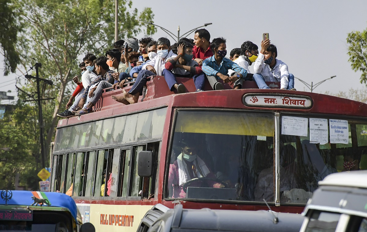 Migrants board buses, New Delhi