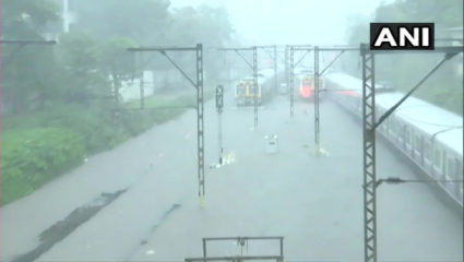 Mumbai Monsoon Update: first rain of monsoon in Mumbai, water logged in several areas, rains also affected local train