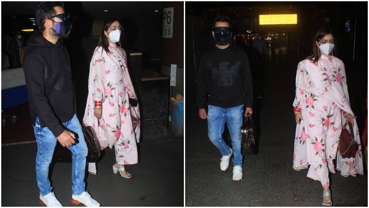 Newly born bride Yami Gautam returned to Mumbai with husband Aditya Dhar  after marriage: बॉलीवुड की खूबसूरत अदाकारा यामी गौतम पिछले कुछ समय से अपनी शादी को लेकर चर्चा में बनी हुई हैं। जून महीने की 4 तारीख को अभिनेत्री ने फिल्म निर्देशक आदित्य धर के साथ बहुत कम लोगों की मौजूदगी में शादी की। शादी के बाद अभिनेत्री ने इस समारोह की कुछ तस्वीरें अपने सोशल मीडिया अकाउंट पर भी पोस्ट की। जिसमें यामी गौतम बेहद खूबसूरत दुल्हन दिखाई दी। इसी बीच अभिनेत्री यामी गौतम पतिदेव के साथ एयरपोर्ट पर स्पॉट हुई। शादी के बाद अभिनेत्री पहली बार कैमरा में कैद हुई। एयरपोर्ट पर यामी गौतम हाथ में लाल चूड़ा और सूट सलवार पहनी दिखाई दी, वहीं आदित्य जींस और ब्लैक टीशर्ट में नजर आए। देखें वायरल तस्वीरें- (फोटो साभार- @ instagram)